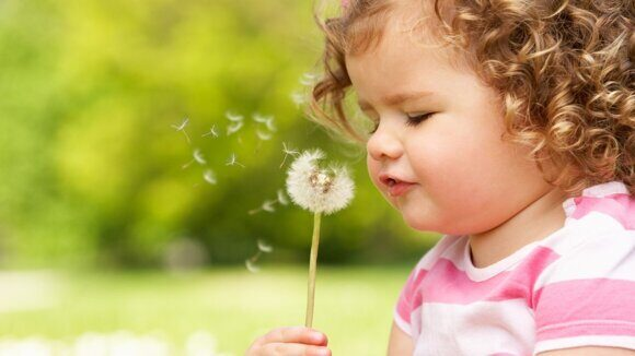 people___children___the_child_blows_on_a_dandelion_053646_25-1